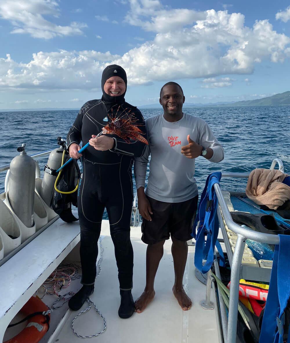 Demane Scarlett & Roger J. Muller, Jr lionfish hunting