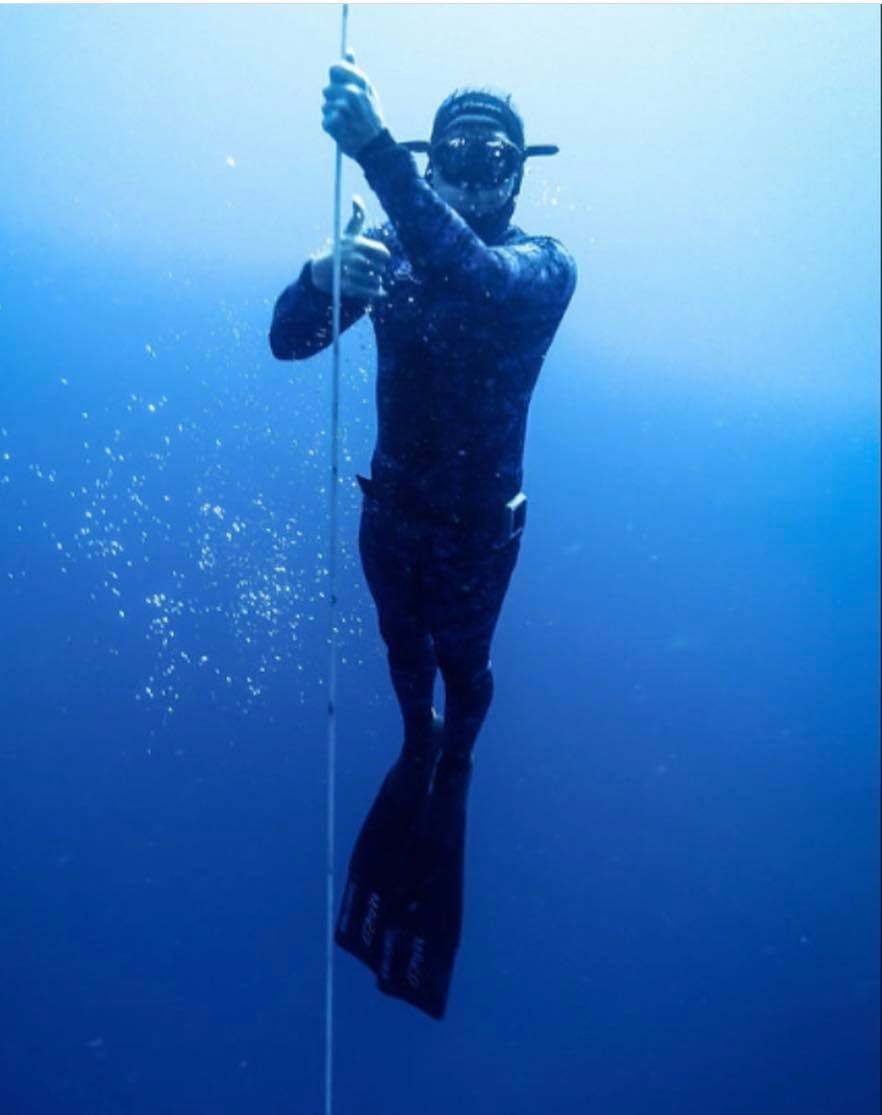Sully Sandchez diving
