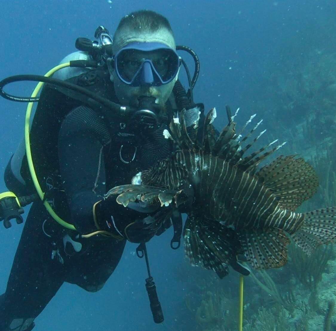 Sully Sandchez lionfish hunting